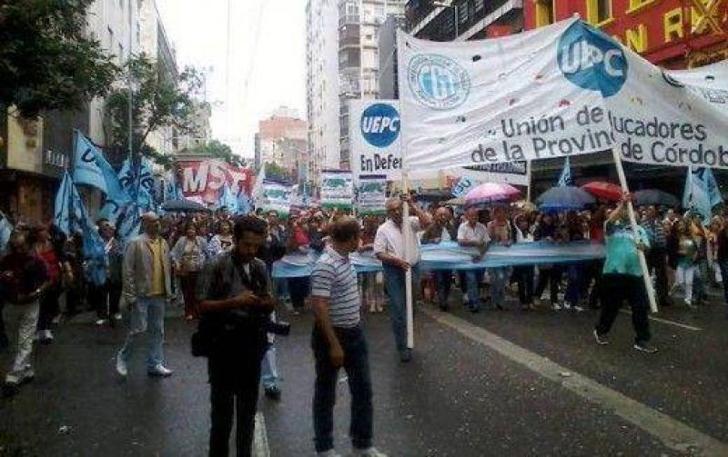 Gremios estatales marcharon por el Centro de C�rdoba (un herido)