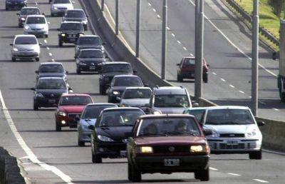 Por el recambio turístico circulan más de mil vehículos por hora hacia la costa