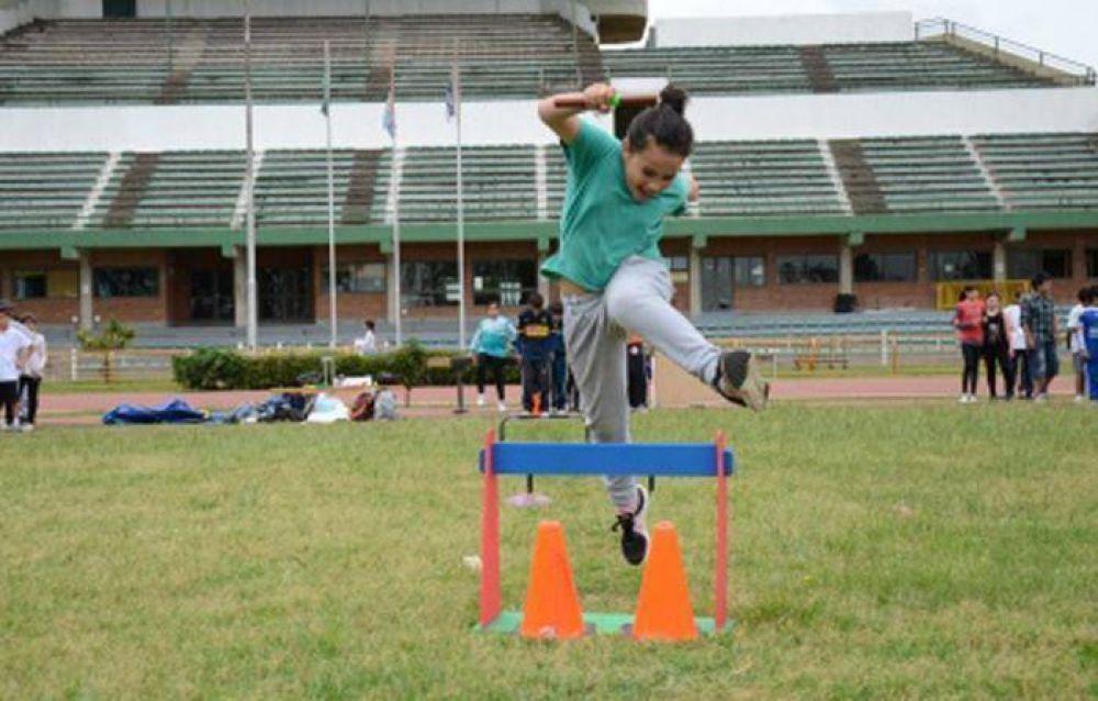 Más de 4000 escuelas reciben fondos para la compra de material deportivo