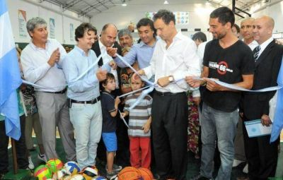 Nuevo polideportivo para Los Hornos y más Envión para La Plata