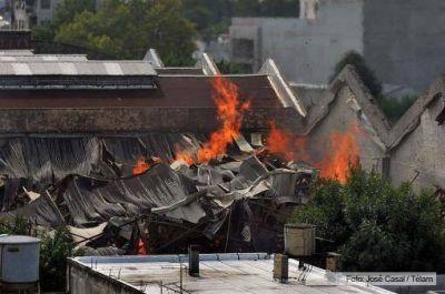 Nuevos elementos alimentan la hipótesis de intencionalidad del incendio en el depósito de Barracas