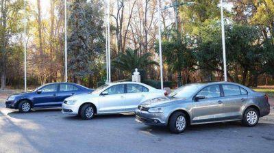 El Gobierno estudia flexibilizar el impuesto a los autos de alta gama