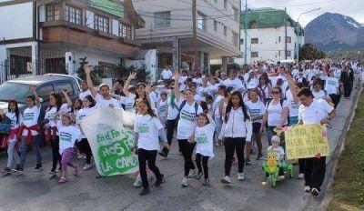 Ushuaia: Se realizó una caminata por los niños que luchan contra el cáncer