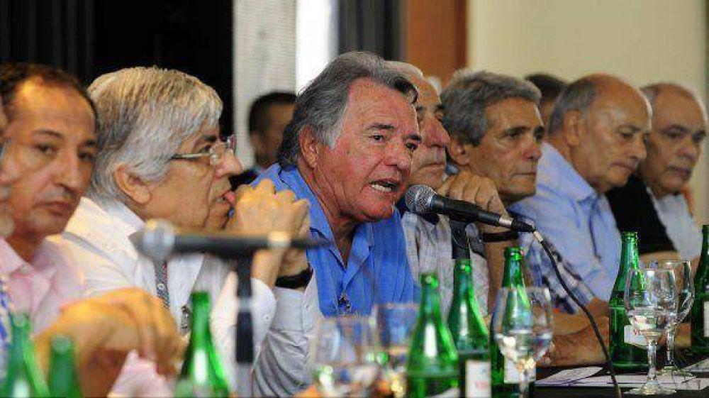 Tras reunirse con Macri y Binner, Moyano y Barrionuevo siguen con los radicales