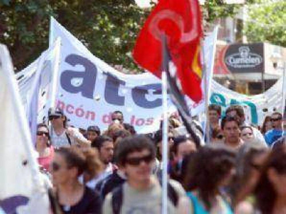 """El gremio docente marchó contra """"la criminalización de la protesta"""""""