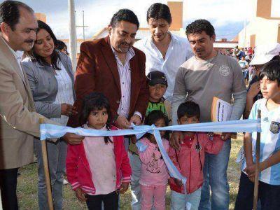 Entregaron viviendas a 40 familias quiaqueñas