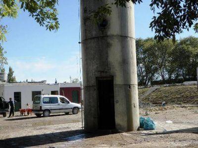 Limpian la planta de agua en 25 de Mayo