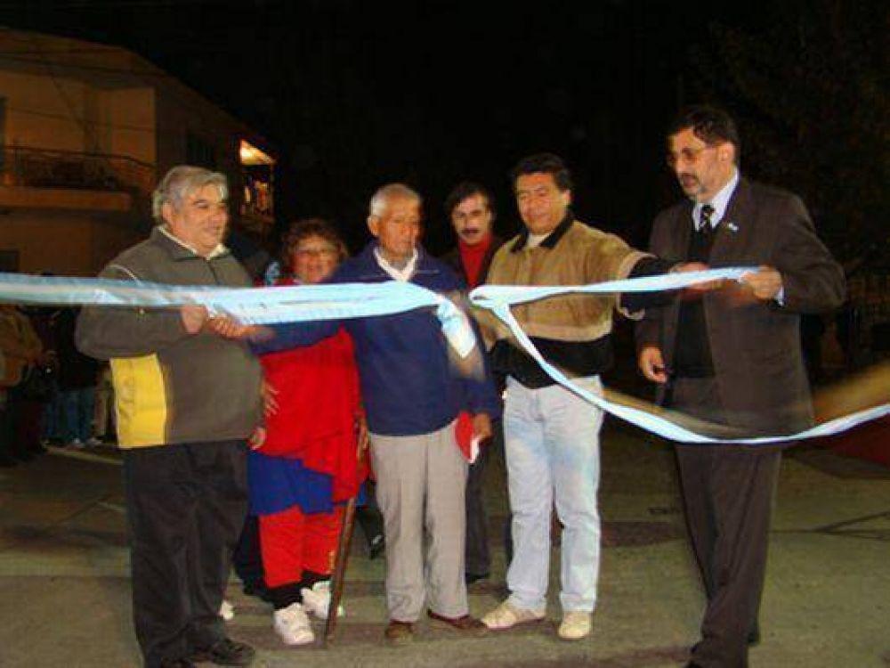 Vecinos de barrio Almirante Brown cuentan de nuevo pavimento