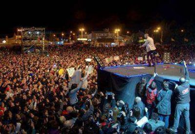 Abel Pintos ovacionado en la Fiesta del Lago