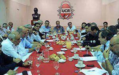 """Histórica reunión: La UCR convocó a la CGT para tratar """"políticas de estado"""""""