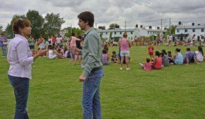 Padres e hijos disfrutaron uno de los últimos festejos de las colonias