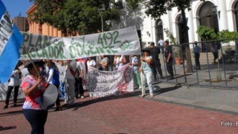 Movilización: estatales reclamaron un incremento salarial