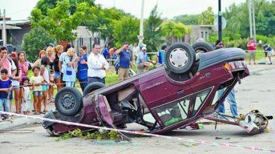 Graves destrozos por un tornado que provocó un apagón en Capital