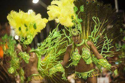 Con un buen movimiento turístico, la ciudad espera otra noche de Carnaval