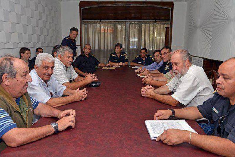 Taxistas: jefes policiales se comprometieron a reforzar los controles para evitar robos