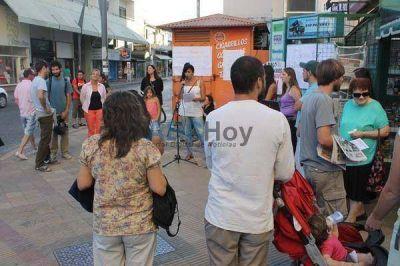 Movilización de los Docentes Autoconvocados en el centro de Tandil