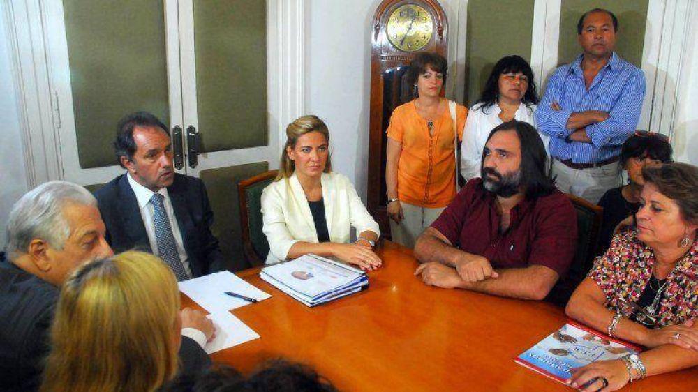 Paritarias complicadas: Scioli llamó a docentes para negociar y en Chaco no iniciarán las clases