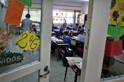 Misiones: alumnos deben usar mochilas transparentes para evitar que lleven armas o drogas