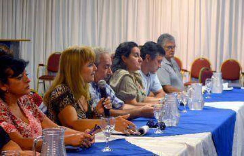 Dirigentes coincidieron en expresar su malestar y confirmar medidas de fuerza
