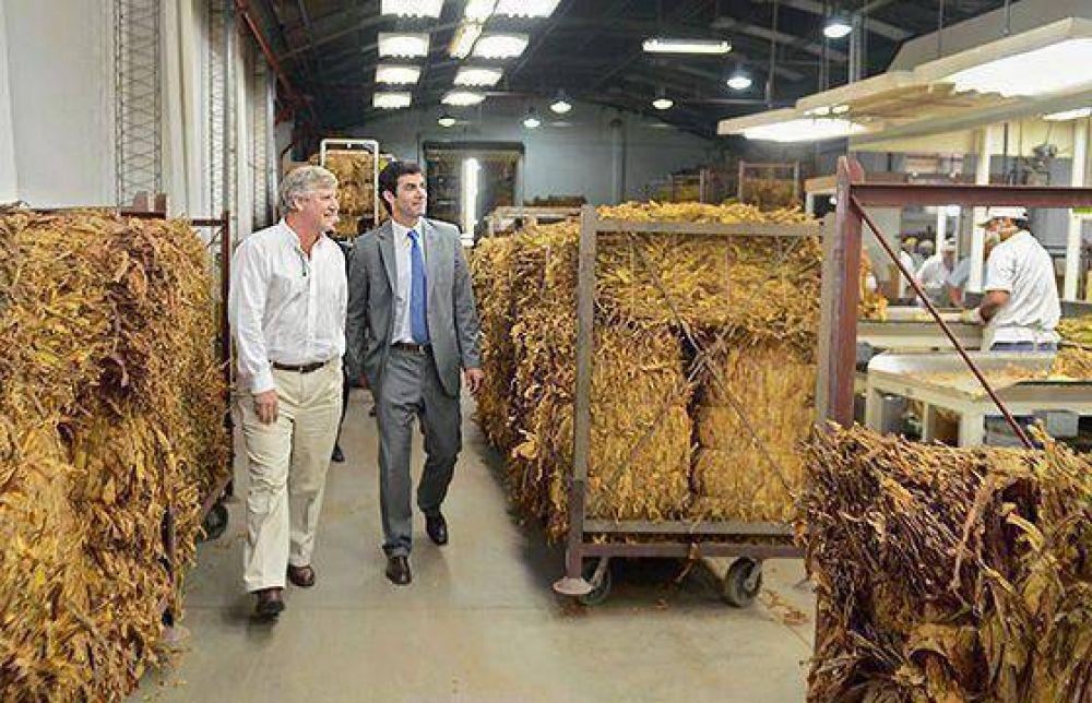 El gobernador Urtubey recorrió las instalaciones de una tabacalera en El Carril