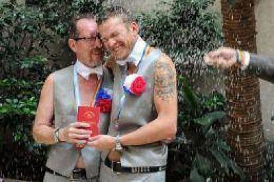 Una pareja de hombres rusos contrajo matrimonio en la Argentina