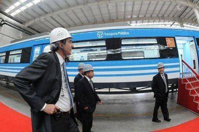 Capitanich y Randazzo presentaron los vagones comprados a China