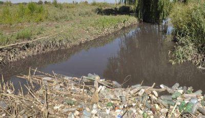 Irrigación realiza tareas de limpieza en el canal Pescara