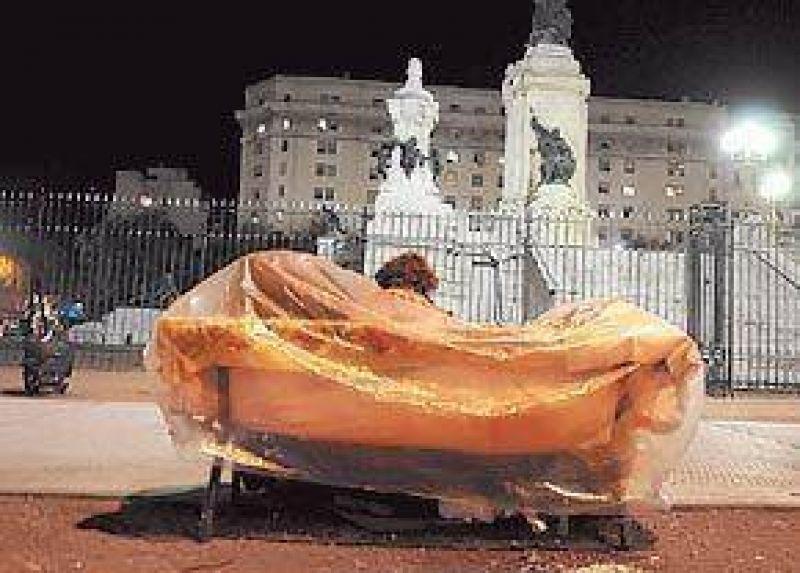 Plaza Congreso: otra vez muestra signos de abandono y vandalismo