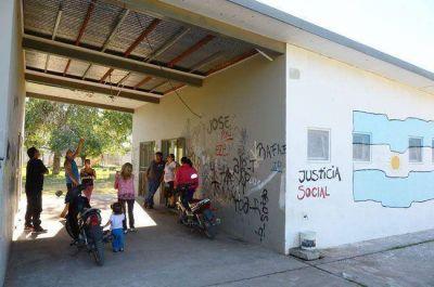Una familia ocupó la Biblioteca de Villa Germinal