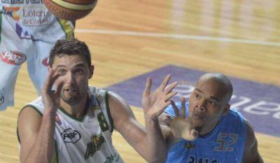Tras el homenaje a Montecchia, Bahía Basket venció a Atenas
