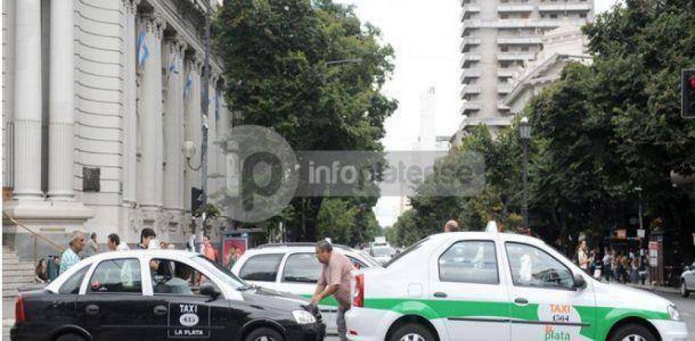 Protesta de taxistas en 7 y 48
