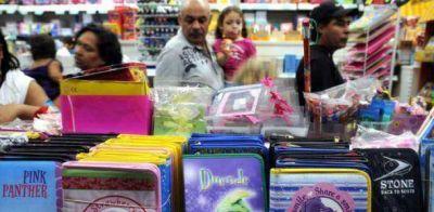 """Lanzan una canasta escolar a """"precios populares"""""""
