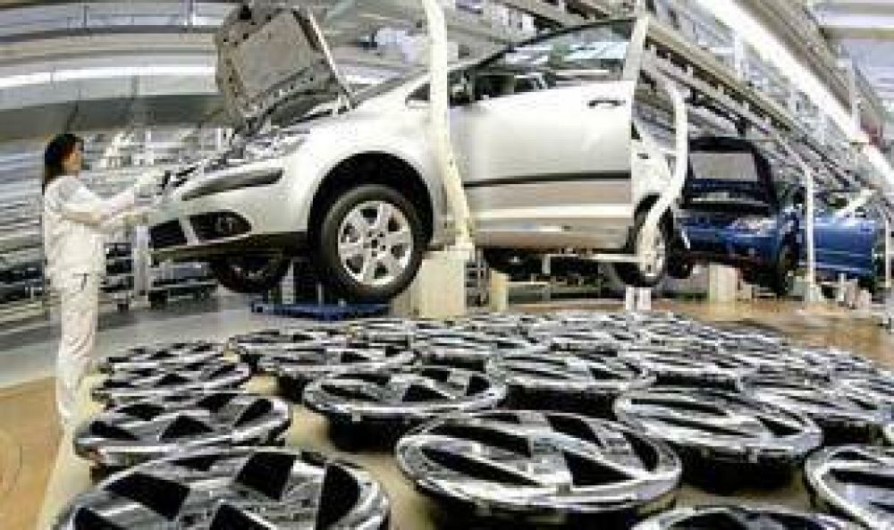 Sindicatos en alerta por suspensión de operarios en plantas automotrices