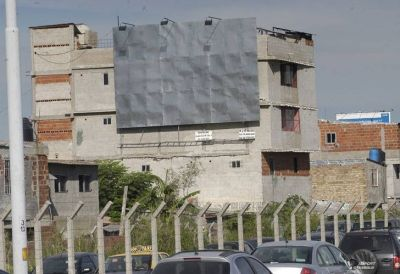 Negocio en la Villa 31: instalan carteles en las casas más altas y reciben dinero por publicidad