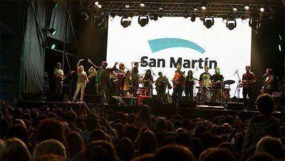 Kevin Johansen volvió a San Martín y deslumbró a miles de vecinos