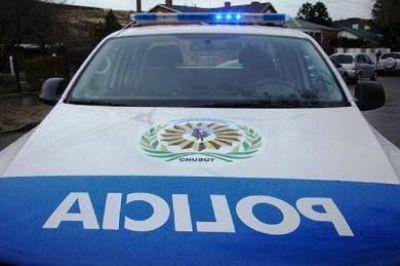 Madryn: 14 policías resultaron con lesiones tras destrozos en el Banco del Chubut