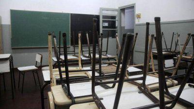 En medio de anuncios de paro en 12 provincias, el Gobierno convocó a los gremios docentes