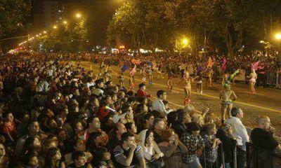 """Se realizó el gran """"Corso Central"""" en Plaza Rocha"""
