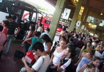 En el fin de semana largo ingresaron 825 colectivos a Corrientes
