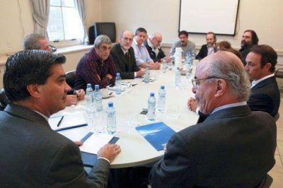Clases: los gremios UTELPa y AMET esperan por la negociación nacional