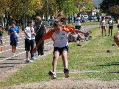 Atletismo: Comienzan las clases en el Campo de Deportes