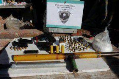 Secuestraron armas, proyectiles y droga en Las Heras  Tweet
