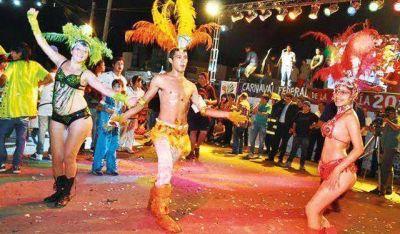 El Carnaval de la gente en Rawson se vivi� con m�s de 100 mil personas