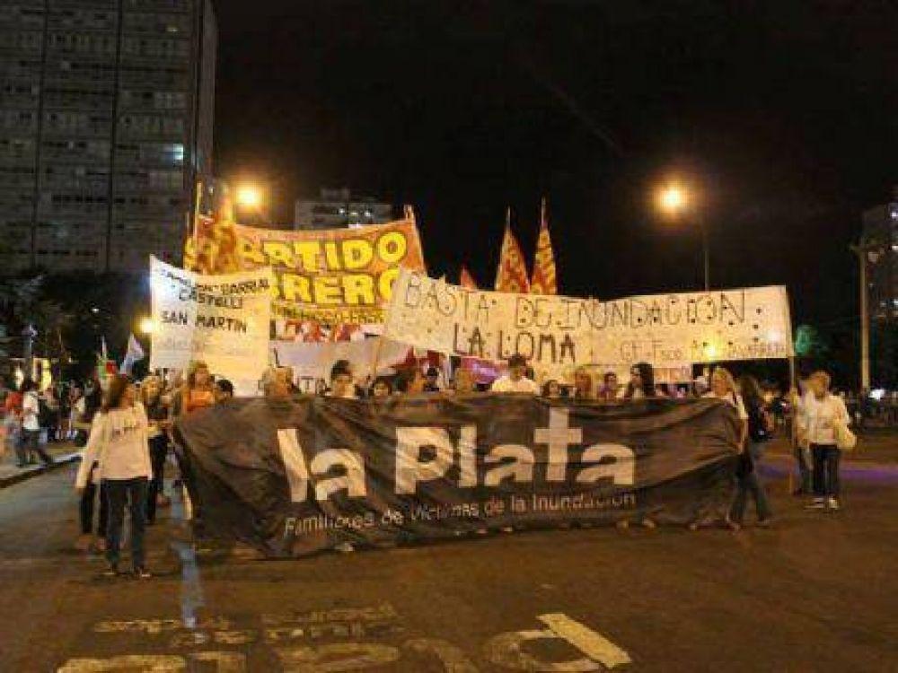 En una segunda marcha, familiares de víctimas del 2 de abril reclamaron justicia, obras e indemnización