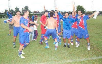 Sud América goleó y pasó a cuartos de final