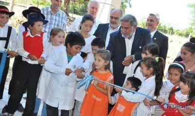 El Gobernador inaugur� unidades educativas en San Roque y en la zona rural de Bella Vista