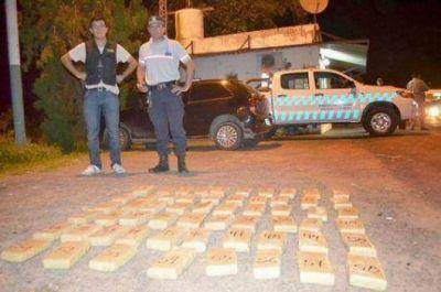 Interceptan camioneta con 48 kilos de marihuana