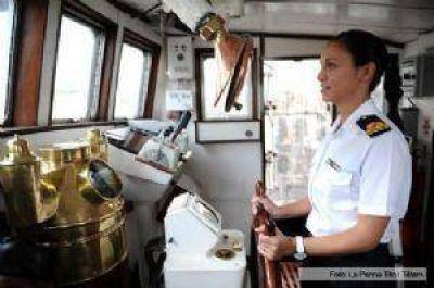 Una sanjuanina oficial, por primera vez al frente de una embarcación de la Armada