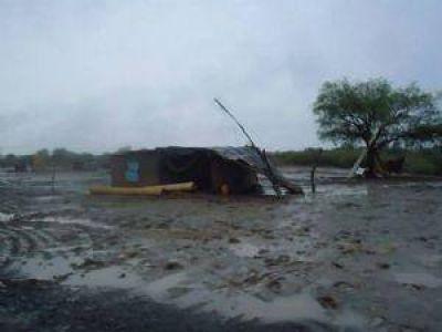 Los ingenieros asesoran gratis a las personas que sufrieron daños en sus casas por la lluvia