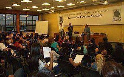 Raimundi dio una charla al cumplirse un año de la muerte de Chávez